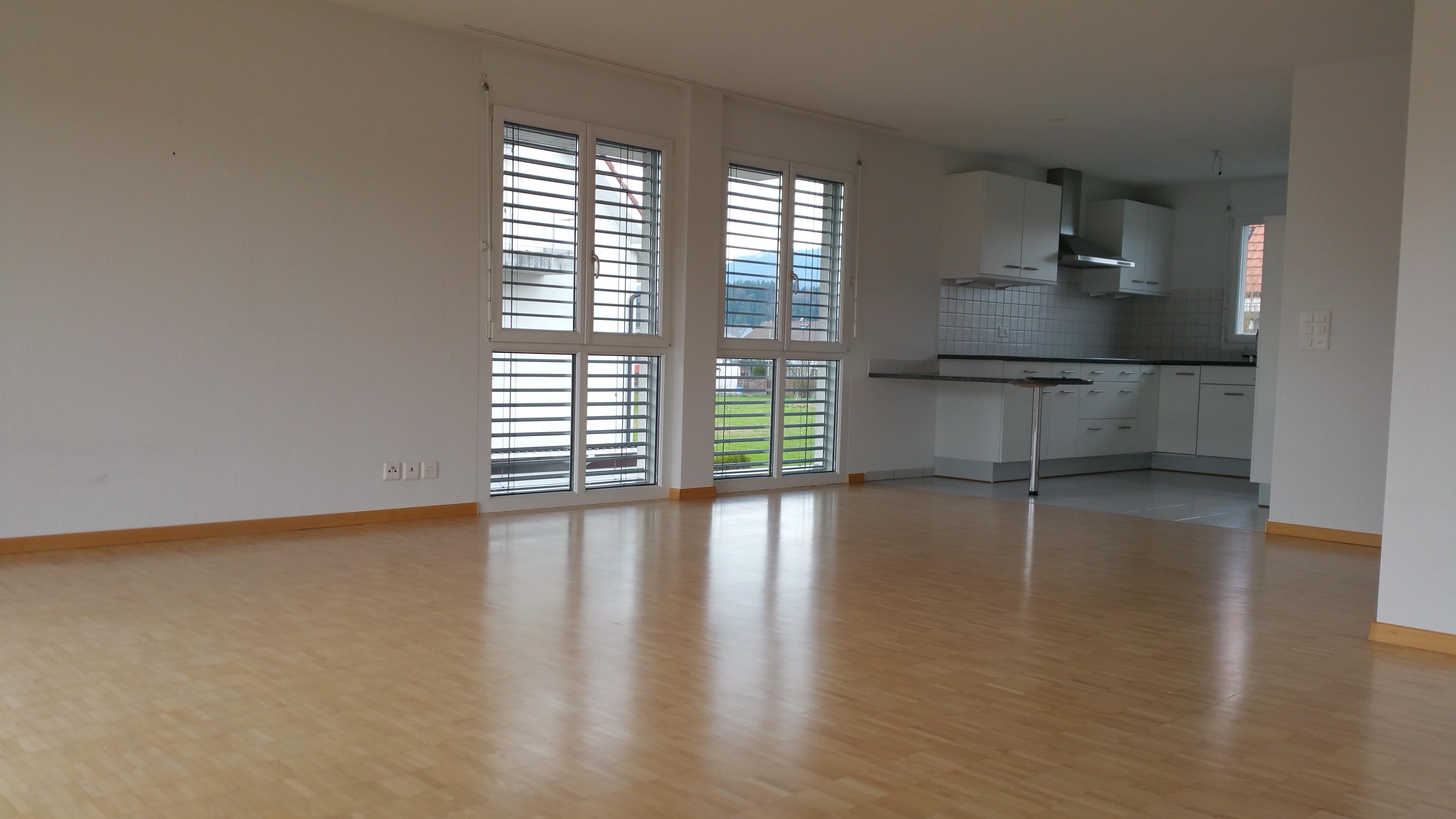 Miete: helle und sehr grosse Wohnung