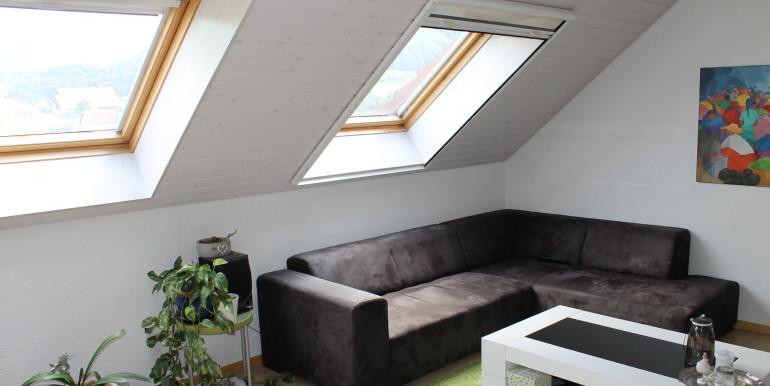 Miete: helle Dachwohnung mit offener Küche